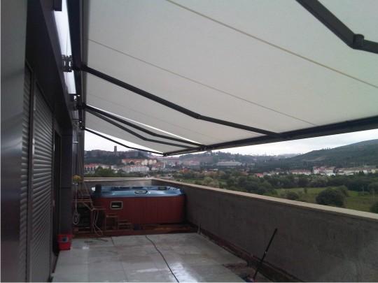 Toldo modelo Maxibox colocado en Conxo (Santiago de Compostela)