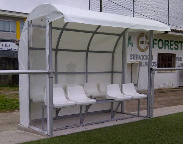 Lona confeccionada a medida para los banquillos del campo de fútbol de Cedeira