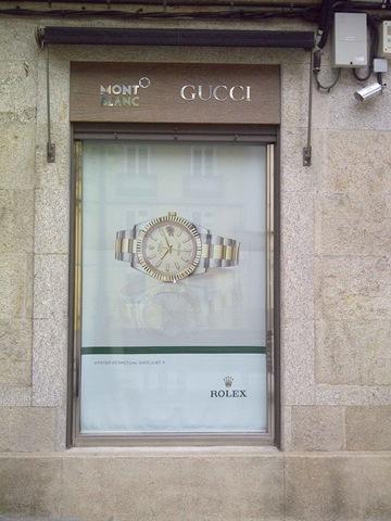 Una de las 5 ventanas de la joyería de Rolex (Lugo)