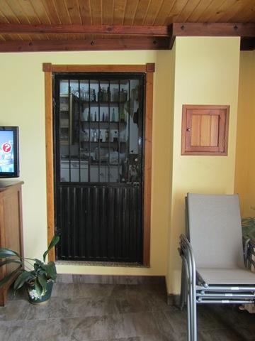 Puerta ANTES de colocar el bastidor de aluminio con lona opaca impresa en digital