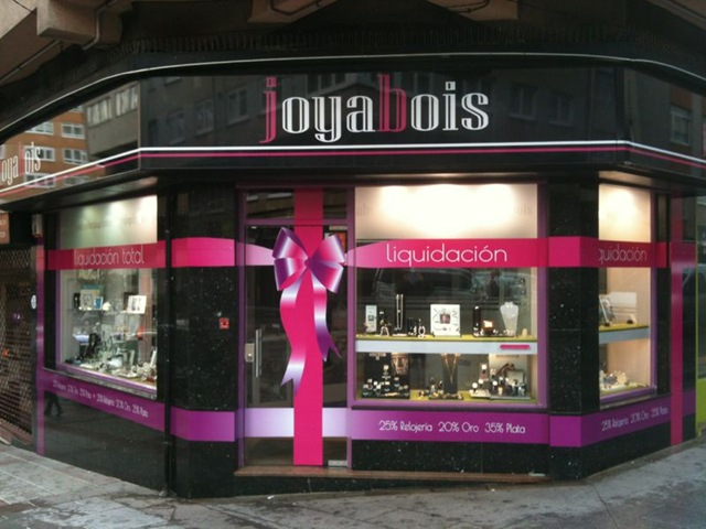 Joyabois opta por un vinilo en impresión digital para decorar su negocio y así informar de sus promociones y descuentos