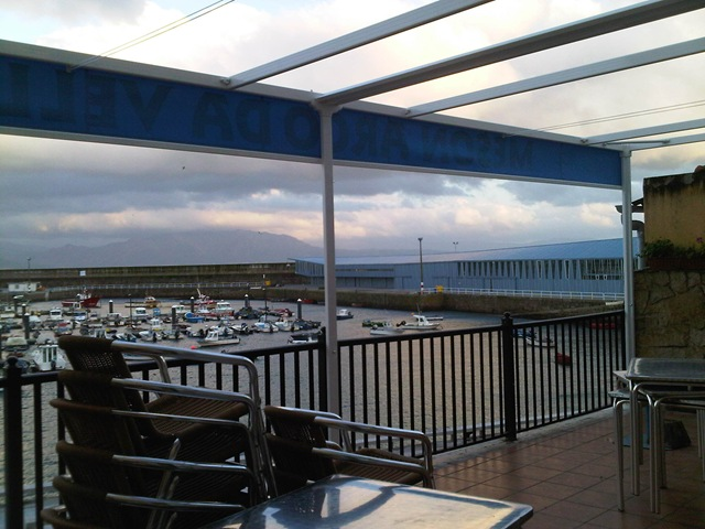 Con el nuevo toldo se podrá disfrutar más de la terraza y de sus vistas al puerto