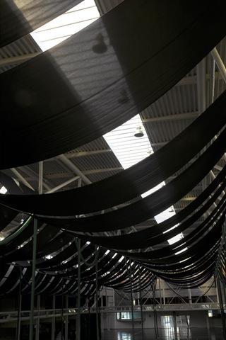 Lonas confeccionadas en tejido ignífugo e instaladas con caída cóncava del techo