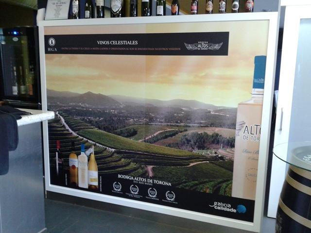 Con los vinilos es como la Bodega Altos de Torona publicita sus vinos y los va introduciendo en nuestra gastronomía