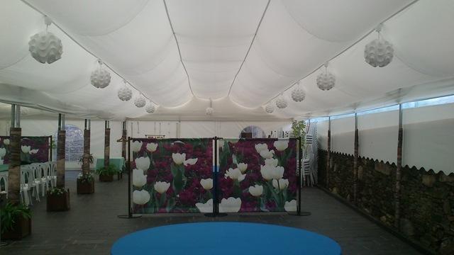 En el Restaurante A Painza se ha reformado el techo a esta gran carpa para darle altura y que la sensación de espacio sea mayor