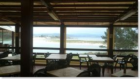 Vistas panorámicas de las Islas Cíes desde este bar/resturante allí instalado