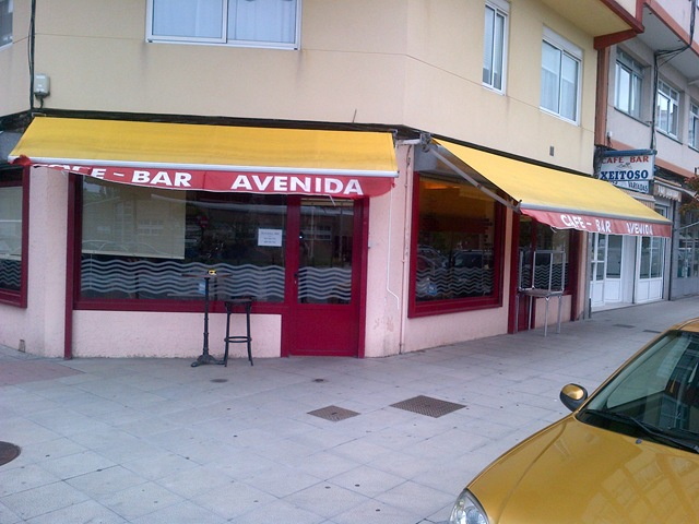 Café-Bar Avenida antes del cambio de sus toldos