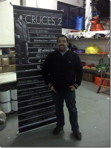 Victor Carreira García uno de los actores principales en Cruces 2 junto al Display promocional