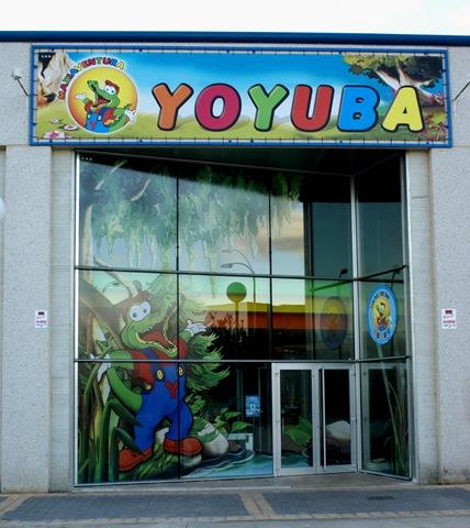 Impresión digital para la cristalera y letrero de Yoyuba