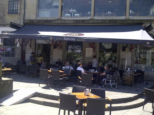 TGM ha confeccionado e instalado para el Café Savoy un toldo denominado Pantógrafo ya descatalogado hace tiempo y de los que apenas quedan