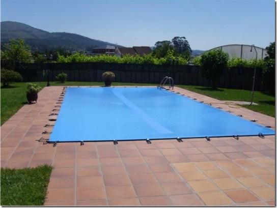 Lona para piscina colocada en una casa particular en Sanxenxo