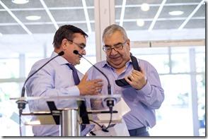 José Manuel entrega a Antonio reloj de oro