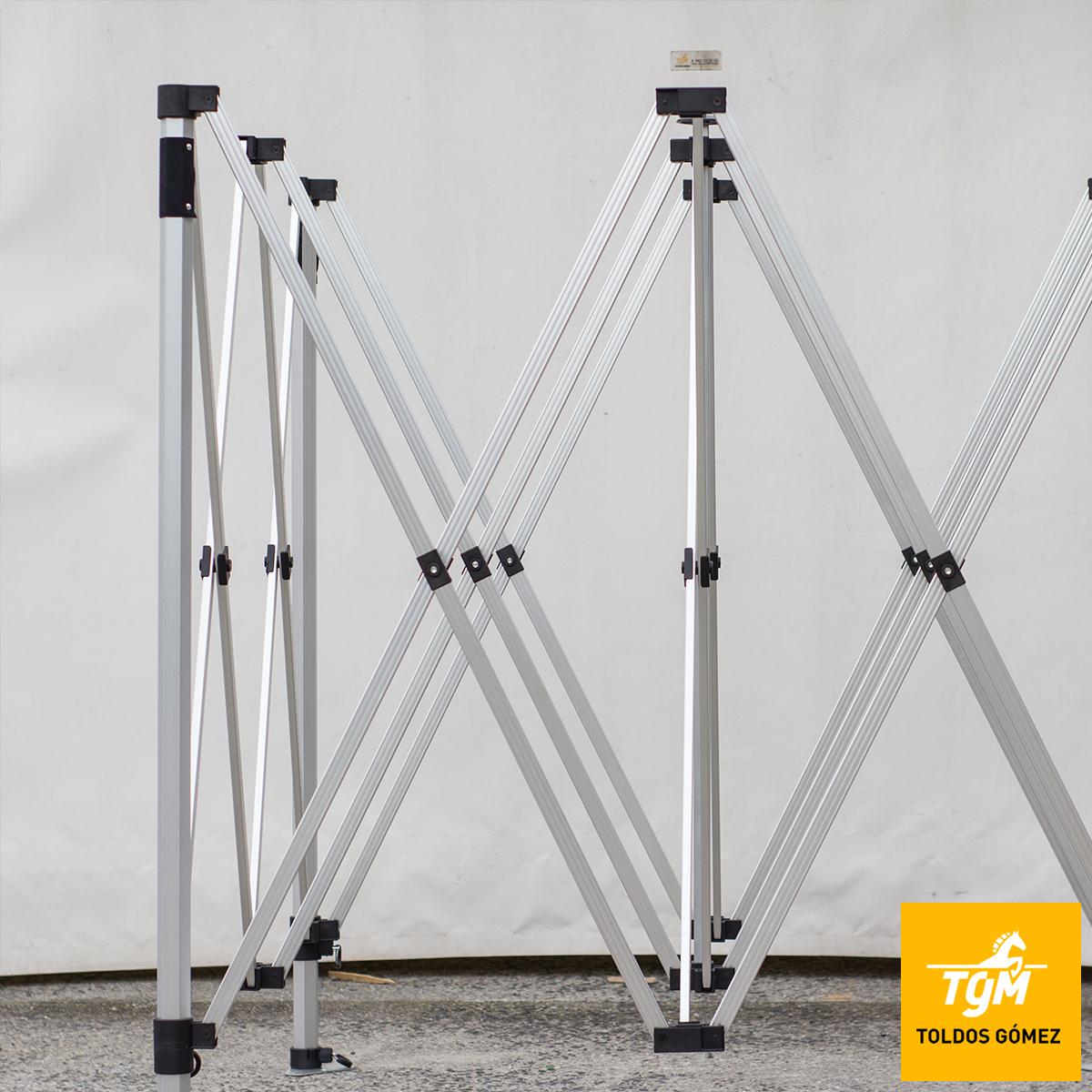 Las carpas plegables funcionan mediante un mecanismo muy cómodo y práctico
