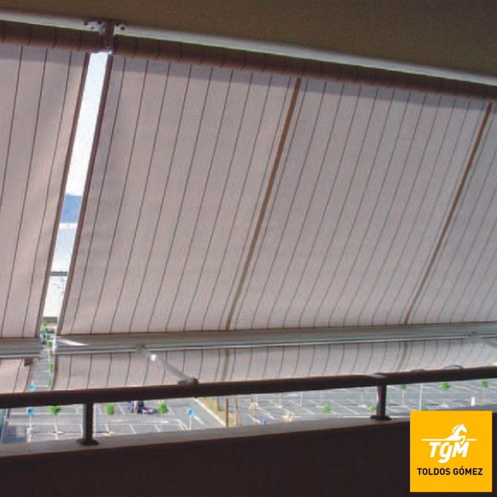 Los toldos verticales son perfectos para cerrar una terraza